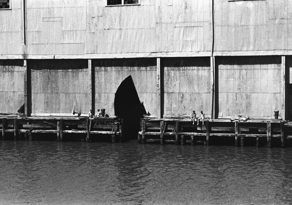 UNTITLED (EXTERIOR OF PIER 52 W/4 NUDES)